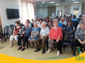 פעילות חברתית לקשישים – קפה קיץ – מוזיקה, כיבוד וחברים טובים