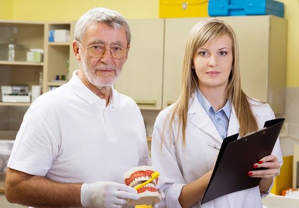 השתלת שיניים לקשישים סיעודיים – איך מתבצע התהליך