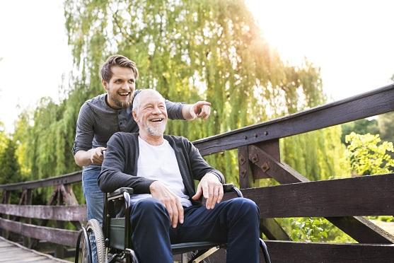 עזר לקשישים שנמצאים במצב סיעודי
