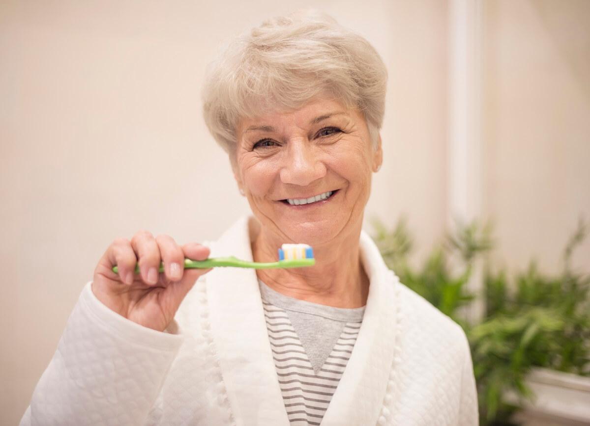 טיפולי שיניים בגיל השלישי – מה חשוב לדעת